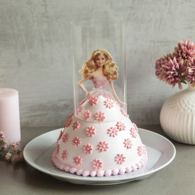 Barbie in Pink Pull -Me-Up Cake  1kg