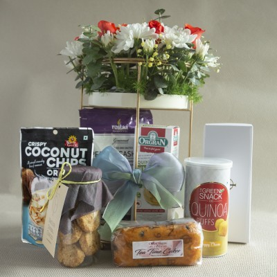 Flowers and Munch Gift hamper