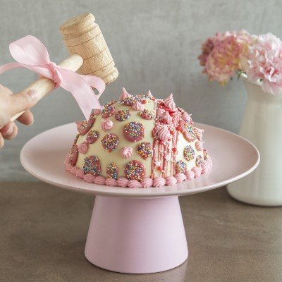 White Chocolate Piñata Cake Filled with Chocolates and Hammer 750 gms