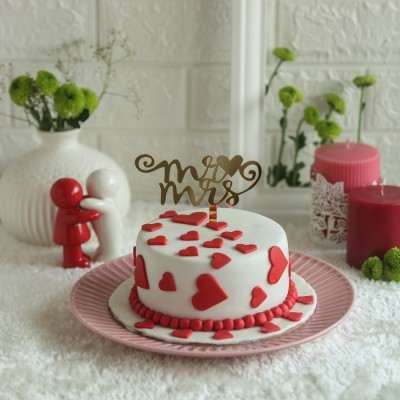 Red hearts cake 750gms with Mr. &  Mrs. Topper