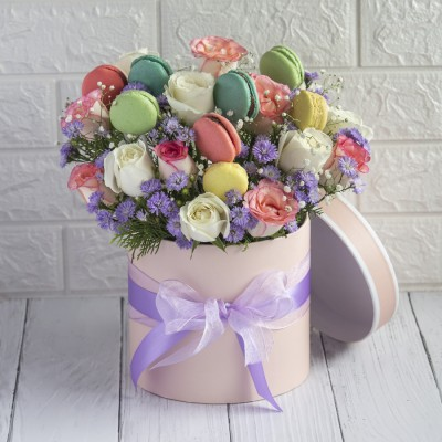 Macroons with Jumellia , white Roses And Purple Daisies