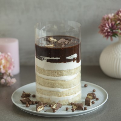 Chocolate  Twix Pull Me Up Cake 1kg
