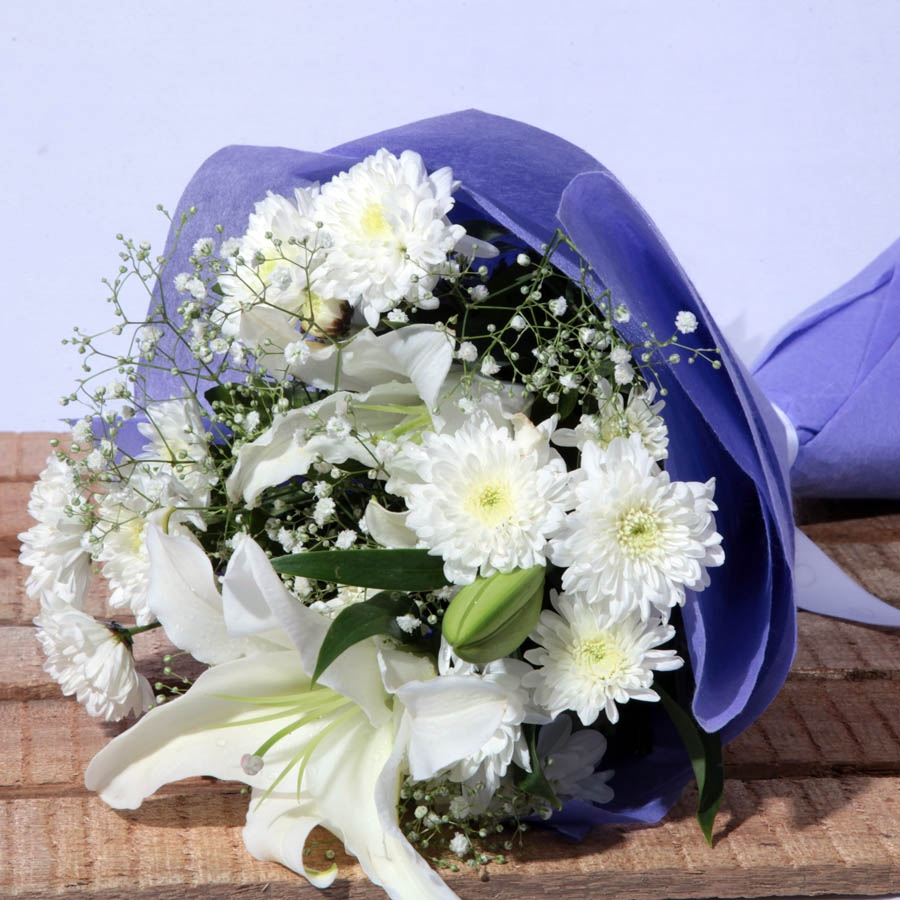 Tranquil Soul (bouquet of 6 white flowers)