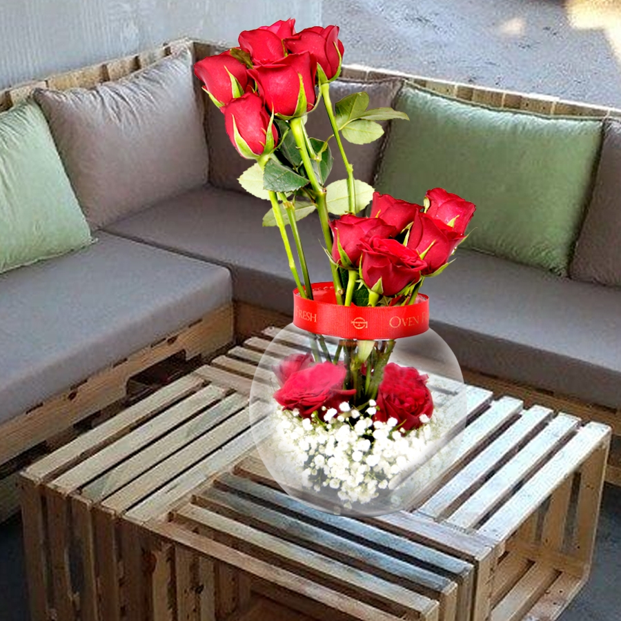 It's Sumptuousness   (Glass pot with red roses)