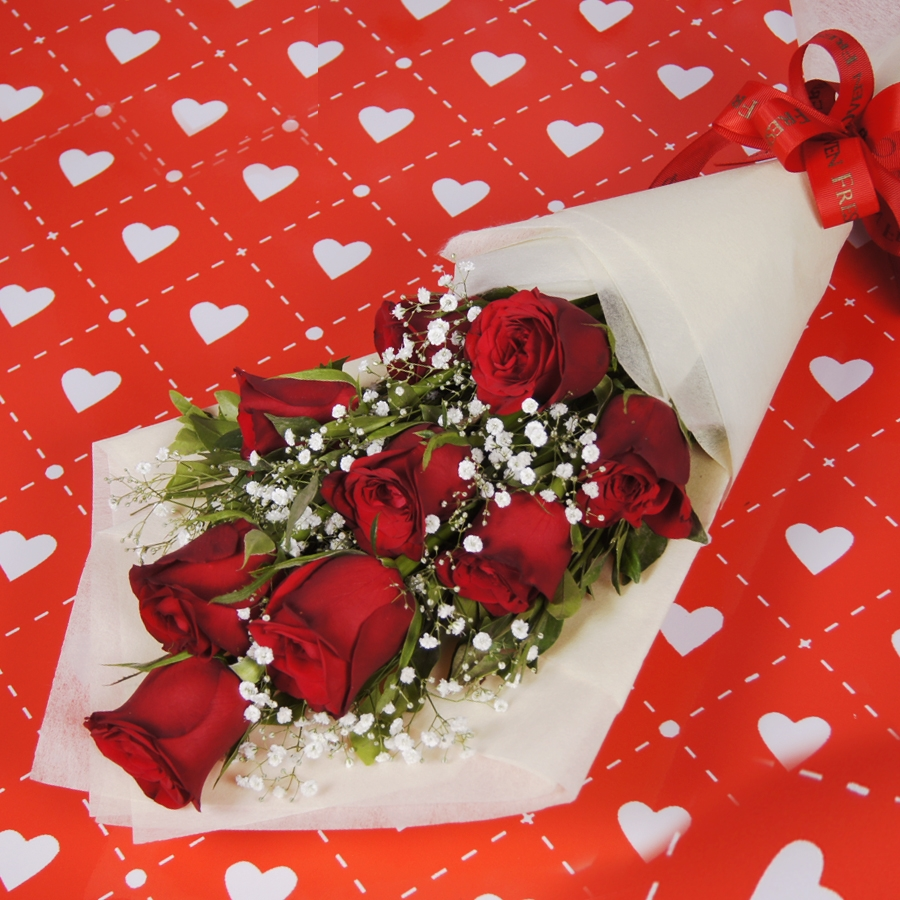 Hand bouquet of 9 red roses