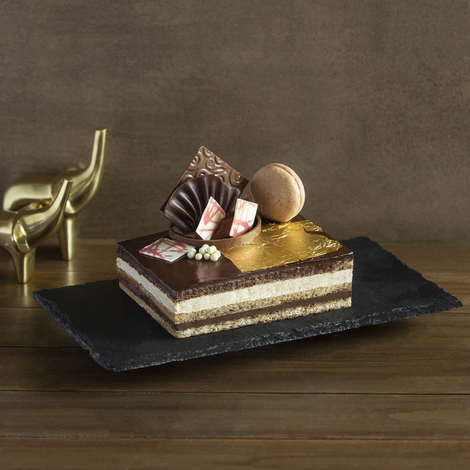 rakhi-gifts-cakes-gifts-for-sisters